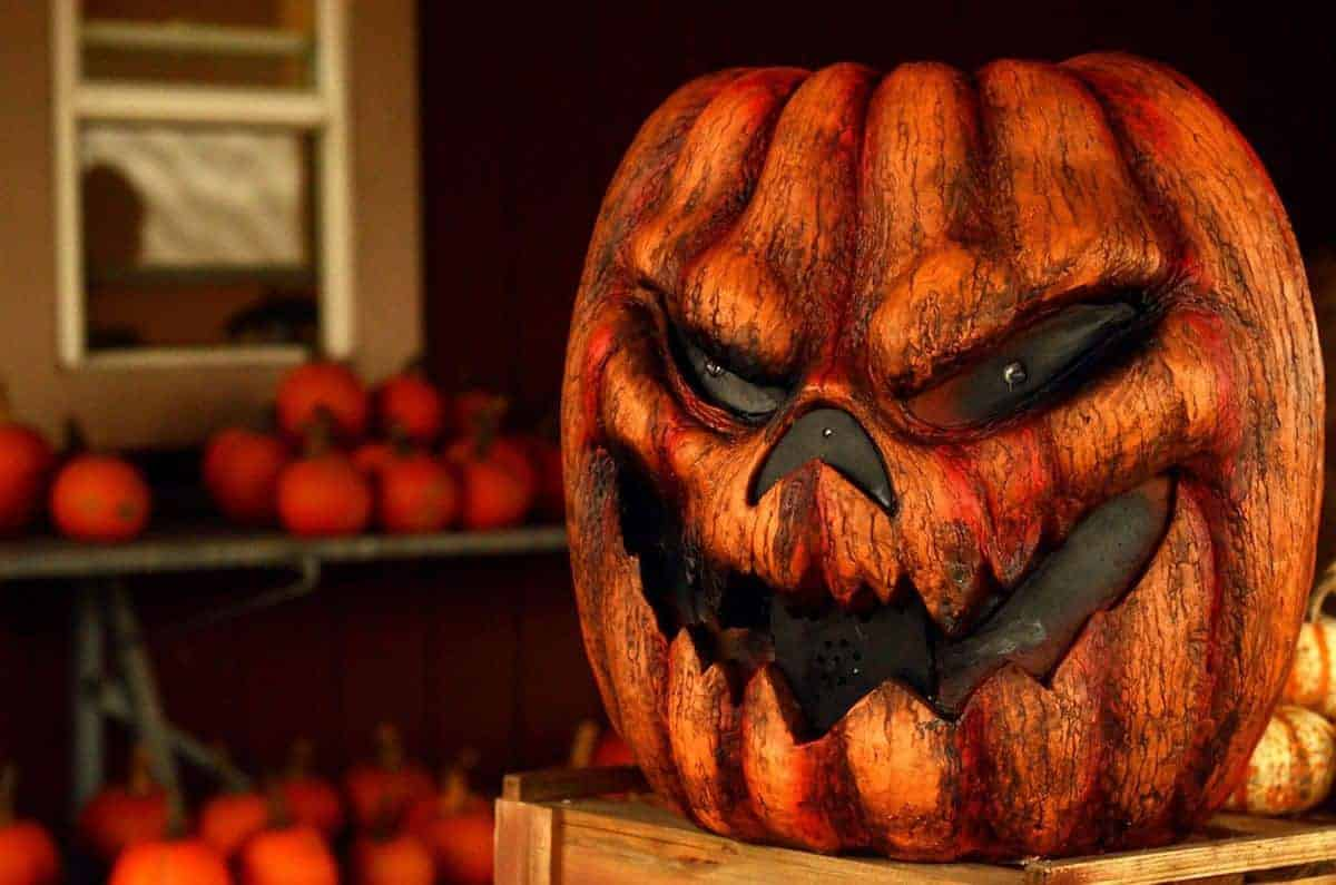 12 Terrifying Halloween Decorations Every Home Should Have